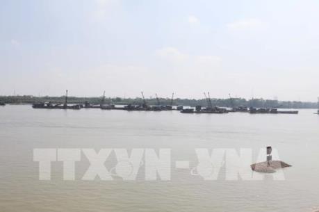 Hưng Yên:  Bắt giữ tàu hút cát trái phép trên sông Hồng