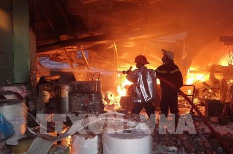 Cháy lớn tại cụm Công nghiệp Quang Trung