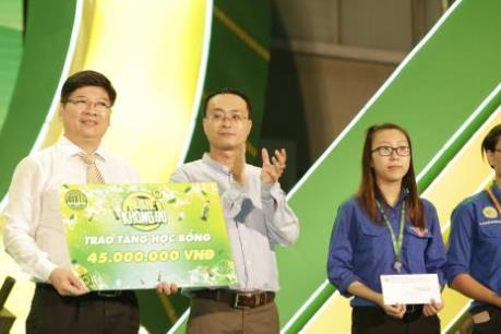Tân Hiệp Phát tặng 30 suất học bổng cho sinh viên Đại học Nông Lâm