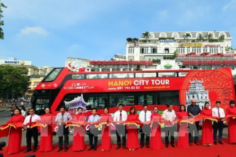 Khám phá Hà Nội bằng xe buýt hai tầng, mui trần
