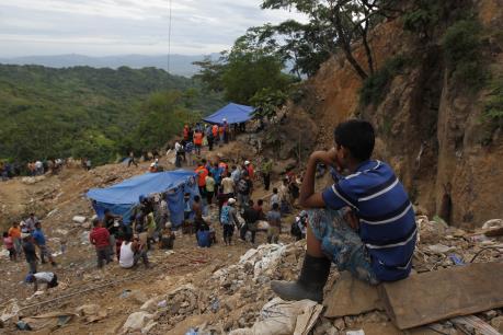 Indonesia: Lở đất tại mỏ vàng làm 6 người chết