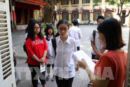 Hà Nội: Gần 95.000 thí sinh thi vào lớp 10 tập trung làm thủ tục tại các điểm thi