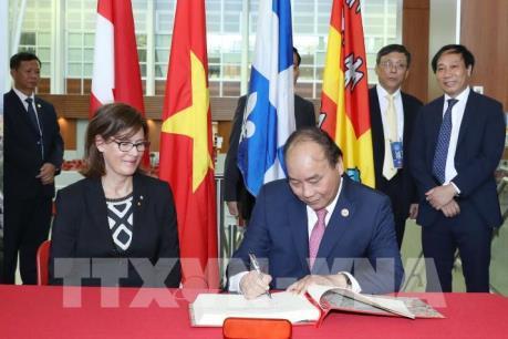 Thủ tướng Nguyễn Xuân Phúc dự buổi trình diễn công nghệ thông minh tại Canada