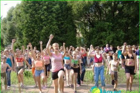 Hơn 60 người tham gia trại hè nhập viện do nghi ngộ độc thực phẩm