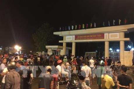 Giải tán đám đông tụ tập gây rối tại Bình Thuận