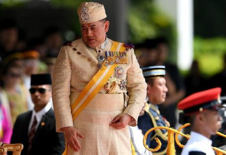 Quốc vương Malaysia tự nguyện cắt giảm lương nhằm kiểm soát nợ công