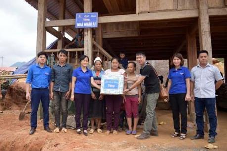 Báo Thanh Niên và Vinamilk tặng nhà cho 10 gia đình