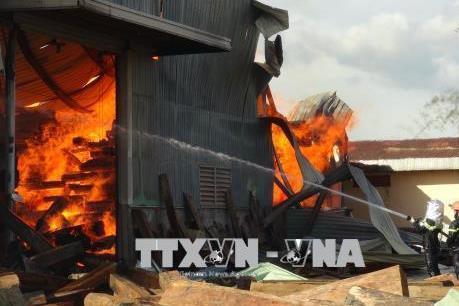Cháy lớn tại kho gỗ ở huyện Bố Trạch, Quảng Bình