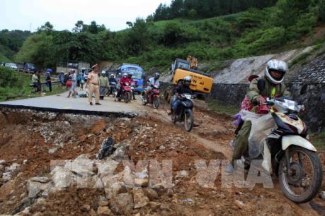 Khẩn trương triển khai công tác y tế trong ứng phó và khắc phục hậu quả mưa lũ