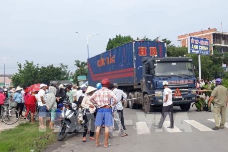 Xe container gây tai nạn giao thông nghiêm trọng khiến 3 người thương vong