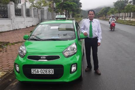 Lái xe taxi Mai Linh trả lại 19 triệu đồng khách bỏ quên