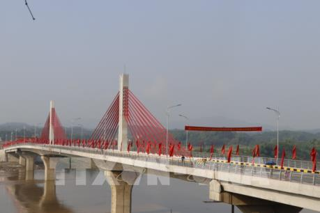 Yên Bái thông xe cầu Bách Lẫm bắc qua sông Hồng