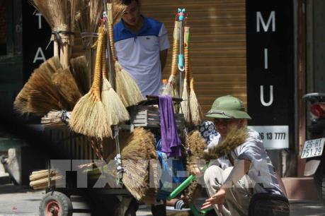 Mưu sinh ngày nắng nóng ở Hà Nội