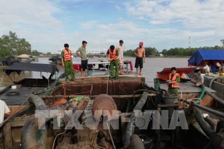 Thu giữ gần 1.500m3 cát khai thác trái phép trên sông Cổ Chiên và Hàm Luông