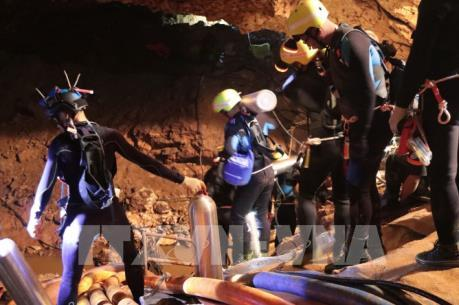 Giải cứu đội bóng thiếu niên Thái Lan: Thành viên thứ 11 được đưa ra khỏi hang Tham Luang