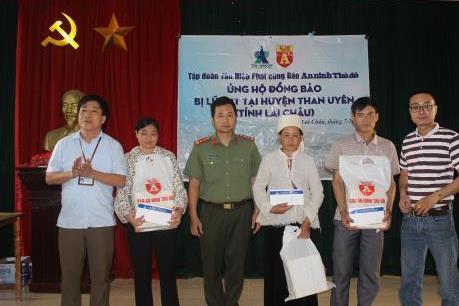 Tập đoàn Tân Hiệp Phát tặng quà cho bà con bị thiên tai tại Lai Châu, Hà Giang