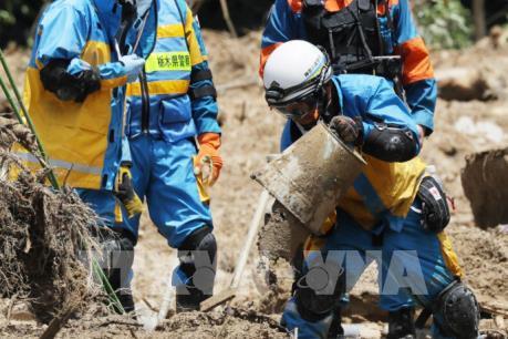 Thủ tướng Nhật Bản thị sát khu vực bị ảnh hưởng nặng nề bởi mưa lớn