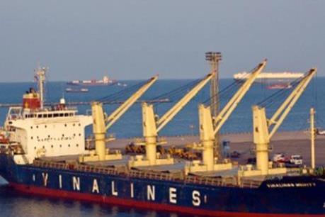 """Vinalines tiếp tục """"trẻ hóa"""" đội tàu"""
