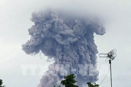 Núi lửa Agung trên đảo Bali phun trào