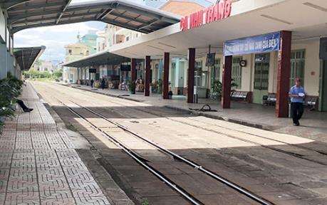 Vụ hai tàu vào cùng đường ray: Đề nghị cách chức Trưởng ga Nha Trang