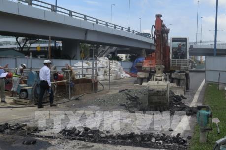 Mặt đường Đại lộ Võ Văn Kiệt bị lún bất thường