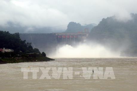 Hồ thủy điện Hòa Bình đóng 1 cửa xả đáy từ 9 giờ sáng nay