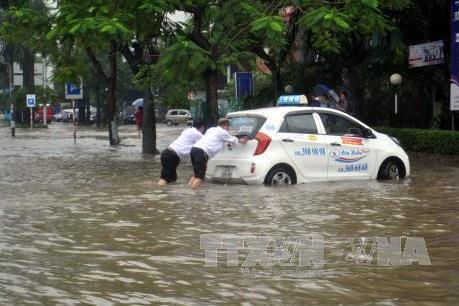 Những lưu ý không thể bỏ qua khi đi ô tô qua vùng ngập nước
