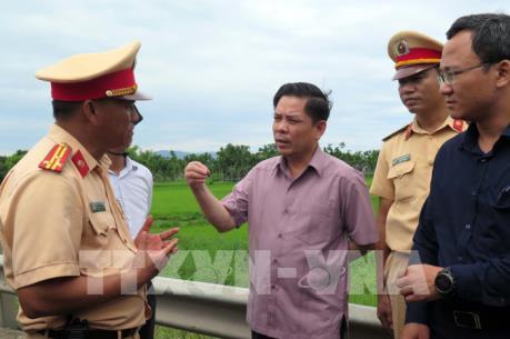Vụ tai nạn nghiêm trọng ở Quảng Nam: Bộ trưởng Bộ GTVT kiểm tra thực tế tại hiện trường