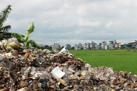 """Lò đốt rác """"đắp chiếu"""", người dân phải sống chung với ô nhiễm"""