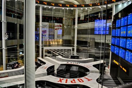 """Nhật Bản """"soán ngôi"""" thị trường chứng khoán lớn thứ hai thế giới của Trung Quốc"""