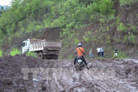 Thông tuyến Quốc lộ 4H do sạt lở núi tại bản Nà Khuyết, Điện Biên