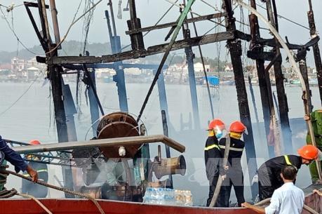 Cháy tàu cá tại Nghệ An