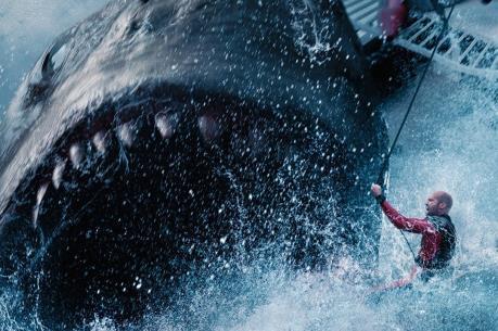 """Top 10 phim ăn khách: Cá mập khổng lồ """"nuốt chửng"""" Mission: Impossible"""
