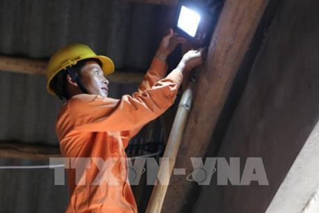 Điện lực Sơn La cấp điện ổn định trở lại sau sự cố đổ cột điện