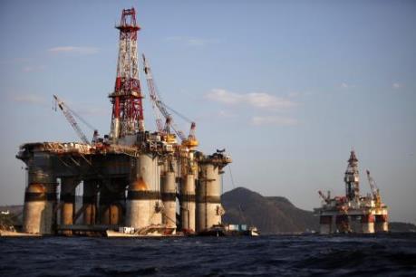 Nguy cơ thắt chặt nguồn cung đẩy giá dầu đi lên trong tuần qua