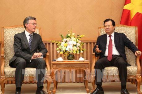 Phó Thủ tướng Trịnh Đình Dũng tiếp Phó Chủ tịch Ngân hàng AIIB