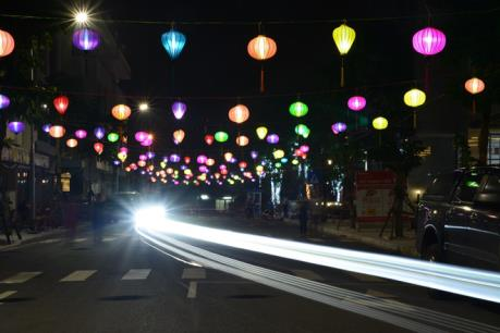 Trung thu Hà Nội thêm rực rỡ với con đường đèn lồng ở phố đi bộ Hồ Gươm