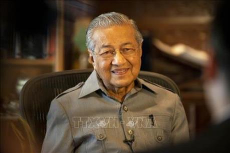 """Khó khăn """"cả trong lẫn ngoài"""" của nền kinh tế Malaysia"""
