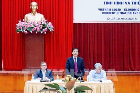 """Chuyên gia lo kinh tế Việt Nam """"mất đà"""" tăng trưởng"""