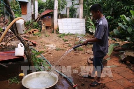 """""""Khát"""" nước sạch dù sống ngay cạnh trạm cấp nước tiền tỷ"""
