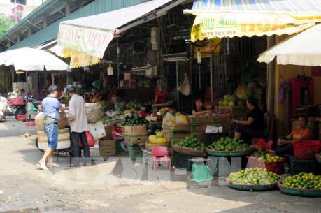 """Vụ """"bảo kê"""" tại chợ Long Biên: Tạm đình chỉ một Phó Ban quản lý"""