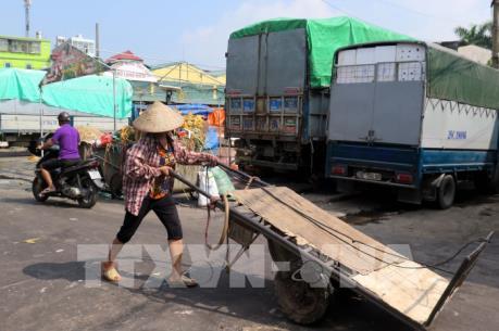 """Không để chìm xuồng vụ """"bảo kê"""" chợ Long Biên"""