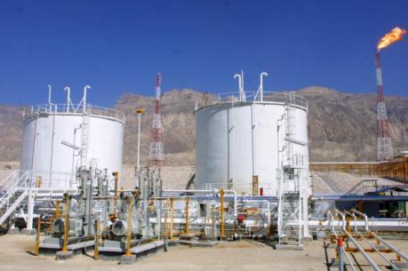 Ấn Độ ngừng mua dầu thô của Iran từ tháng 11 tới