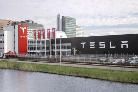 Hãng xe ô tô điện Tesla đối mặt với một vụ kiện nữa