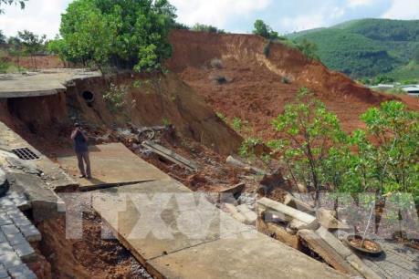 Nhiều vị trí khu vực cửa khẩu quốc tế Bờ Y (Kon Tum) sạt lở nghiêm trọng