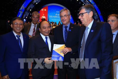 Thủ tướng: Cải thiện môi trường đầu tư tiệm cận với các chuẩn mực quốc tế