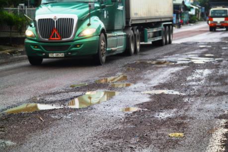 Quốc lộ 1A đoạn qua Bình Định bị hư hỏng nghiêm trọng