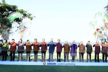 Thủ tướng Nguyễn Xuân Phúc gặp các nhà lãnh đạo ASEAN