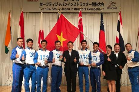 Việt Nam giành 2 giải nhất cuộc thi hướng dẫn viên lái xe an toàn quốc tế