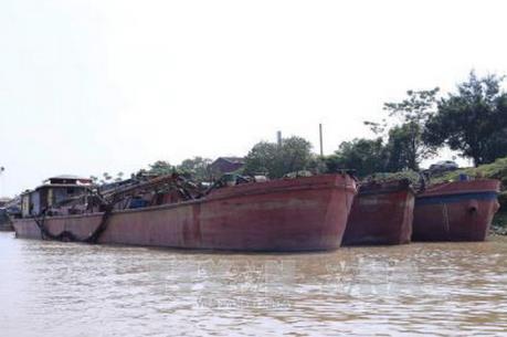 Cát tặc lộng hành trên sông Hồng